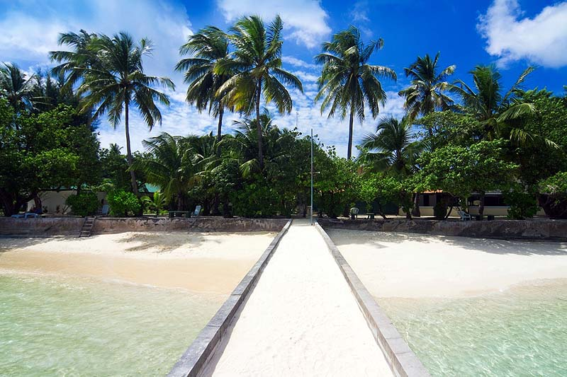 Steg, Equator Village