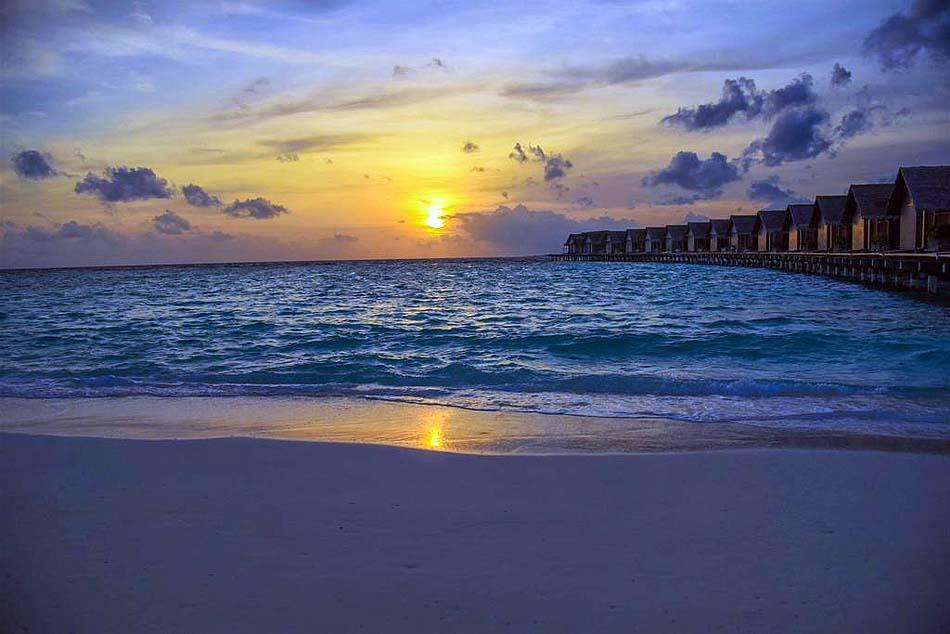 Sonnenuntergang am Strand, Furaveri Island Resort & SPA, Maldives