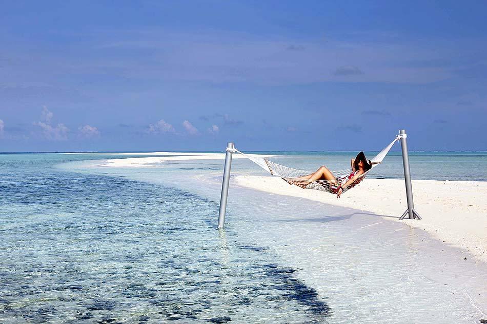 Hängematte auf der Sandbank, Gangehi Island Resort, Maldives