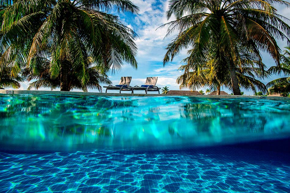 Infinity Pool, Holiday Inn Resort Kandooma, Maldives