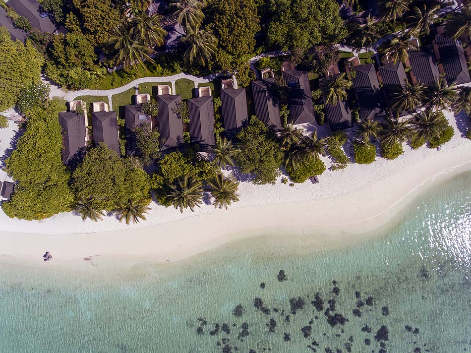 Blick auf die Beachbungalows, Holiday Island Resort & Spa, Maldives