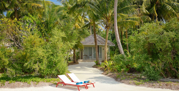 Beach Villa mit Jacuzzi, Kandima Maldives