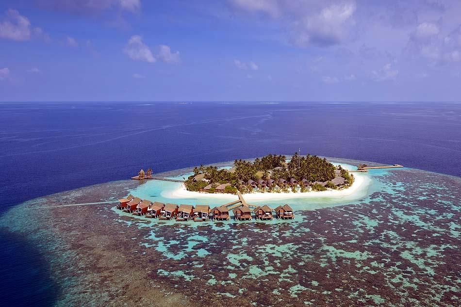 Drohnenaufnahme auf die Wasserbungalows | Kandolhu Maldives