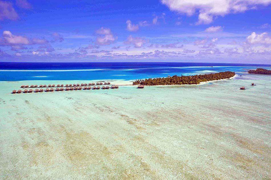 Blick von der Seite auf die Insel, Medhufushi Island Resort, Maldives