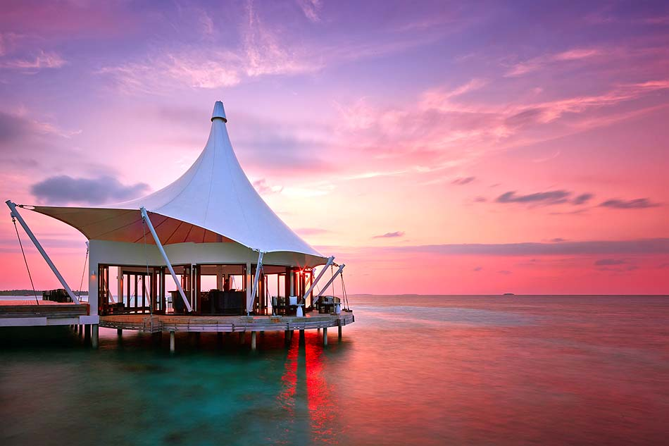 Edge Restaurant bei Sonnenuntergang, Niyama Private Islands Maldives