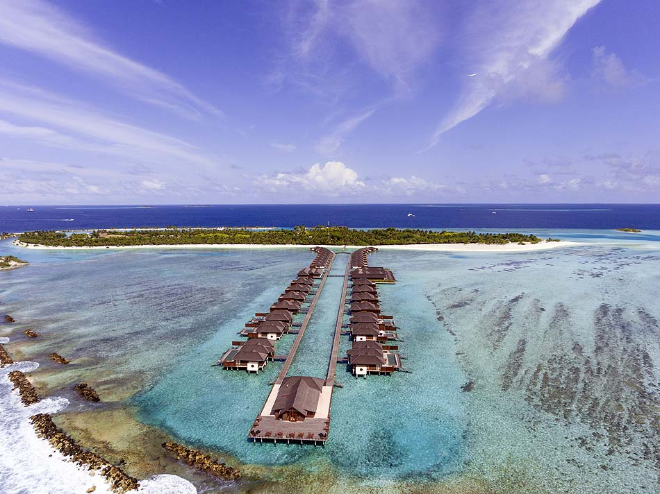 Blick auf die Wasservillen, Paradise Island Resort & Spa, Maldives