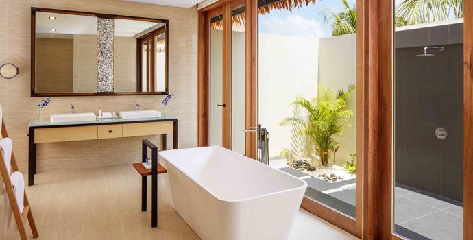 Badezimmer, Beach Villa with Private Pool, Radisson Blu Resort Maldives