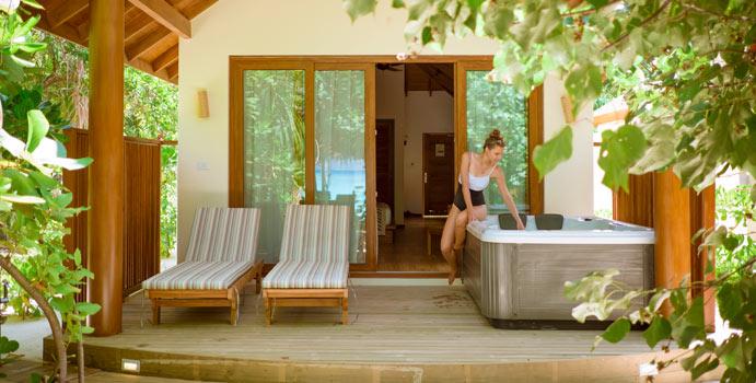 Jacuzzi, Deluxe Jacuzzi Beach Villa, Reethi Faru Resort