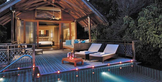 Entspannen im Pool - Shangri La's Villingili Resort & SPA