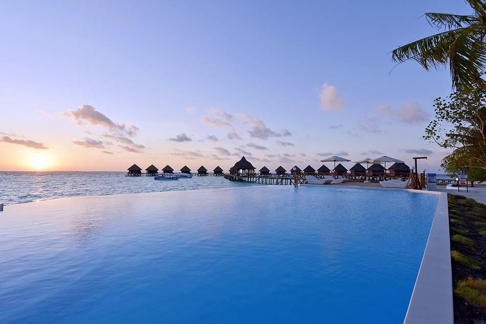Pool, Sonnenaufgang, Thulhagiri Island Resort, Maldives