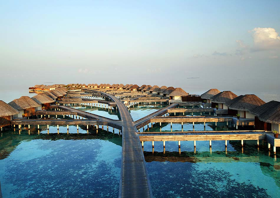 Steg zu den Water Villas, W Retreat & Spa Maldives